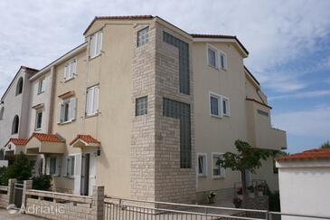 Mandre, Pag, Property 6537 - Apartments by the sea.