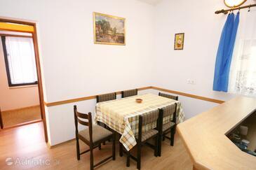 Mandre, Dining room in the apartment, dostupna klima i dopusteni kucni ljubimci.