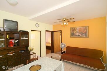 Mandre, Living room in the apartment, dopusteni kucni ljubimci.