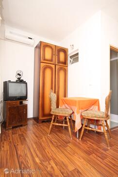 Sukošan, Dining room in the studio-apartment, dostupna klima i dopusteni kucni ljubimci.