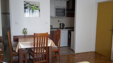 Seline, Esszimmer in folgender Unterkunftsart studio-apartment, WiFi.
