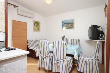 Vrsi - Mulo, Dining room in the apartment, dostupna klima i WIFI.