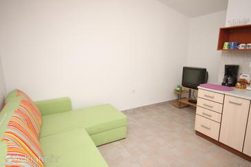 Maslenica, Living room in the apartment, dostupna klima i WIFI.