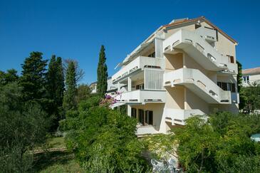 Novalja, Pag, Объект 6552 - Апартаменты с галечным пляжем.