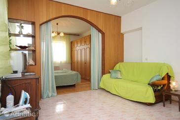 Tribunj, Living room in the studio-apartment, WIFI.