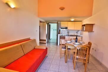 Nin, Obývacia izba v ubytovacej jednotke apartment, dostupna klima i WIFI.
