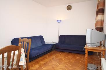 Starigrad, Living room in the apartment, (pet friendly) and WiFi.