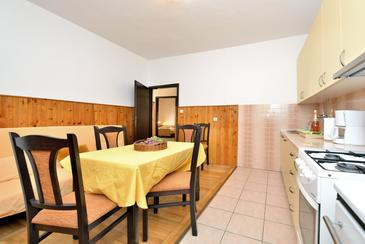 Seline, Dining room in the apartment, (pet friendly) and WiFi.