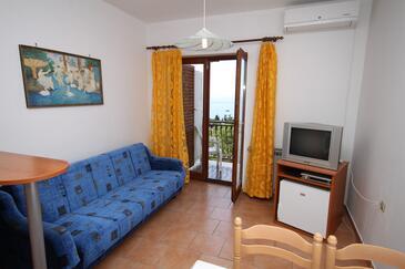 Novi Vinodolski, Dnevni boravak u smještaju tipa apartment, dostupna klima i WiFi.