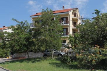Novi Vinodolski, Novi Vinodolski, Objekt 6567 - Apartmani sa šljunčanom plažom.