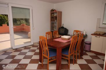 Maslenica, Dining room in the apartment, dostupna klima, dopusteni kucni ljubimci i WIFI.