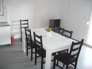Maslenica, Jídelna v ubytování typu apartment, dostupna klima, dopusteni kucni ljubimci i WIFI.