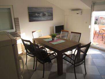 Maslenica, Jídelna v ubytování typu apartment, s klimatizací, domácí mazlíčci povoleni a WiFi.