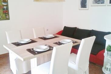 Seline, Dining room in the apartment, air condition available and WiFi.