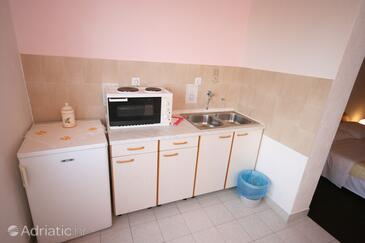 Starigrad, Kitchen in the studio-apartment.