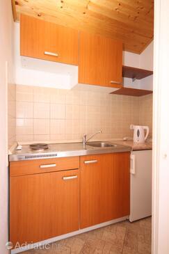 Starigrad, Kitchen in the studio-apartment.