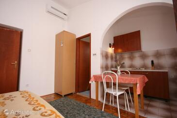 Starigrad, Столовая в размещении типа studio-apartment, WiFi.