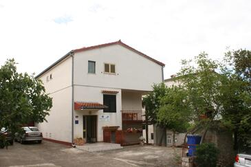 Starigrad, Paklenica, Property 6579 - Apartments near sea with pebble beach.