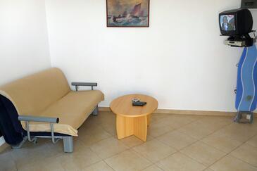 Pisak, Salon dans l'hébergement en type studio-apartment, climatisation disponible, animaux acceptés et WiFi.