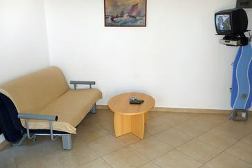 Pisak, Living room in the studio-apartment, air condition available, (pet friendly) and WiFi.