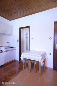 Starigrad, Dining room in the studio-apartment.