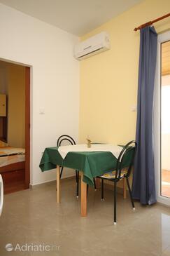 Starigrad, Dining room in the apartment, dostupna klima, dopusteni kucni ljubimci i WIFI.