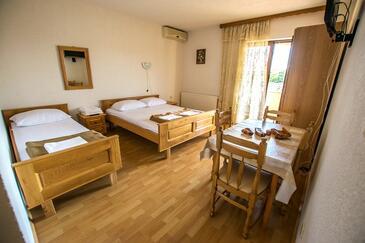 Starigrad, Living room in the apartment, dostupna klima i WIFI.
