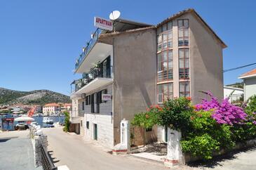 Seget Vranjica, Trogir, Objekt 6597 - Ubytování v blízkosti moře s oblázkovou pláží.