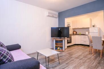 Dingač - Pristranj, Living room in the house, dostupna klima.