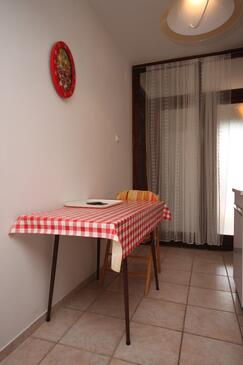 Maslenica, Dining room in the apartment, dostupna klima i WIFI.