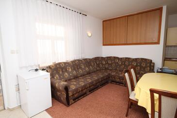 Seline, Obývacia izba v ubytovacej jednotke apartment, klimatizácia k dispozícii a WiFi.