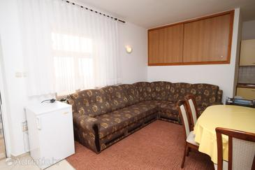 Seline, Living room in the apartment, air condition available and WiFi.