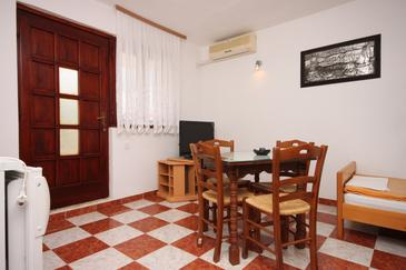 Starigrad, Dining room in the apartment, air condition available and WiFi.