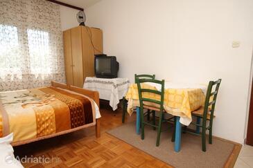 Starigrad, Dining room in the studio-apartment, dopusteni kucni ljubimci i WIFI.