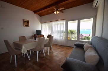 Starigrad, Jídelna v ubytování typu apartment, s klimatizací, domácí mazlíčci povoleni a WiFi.