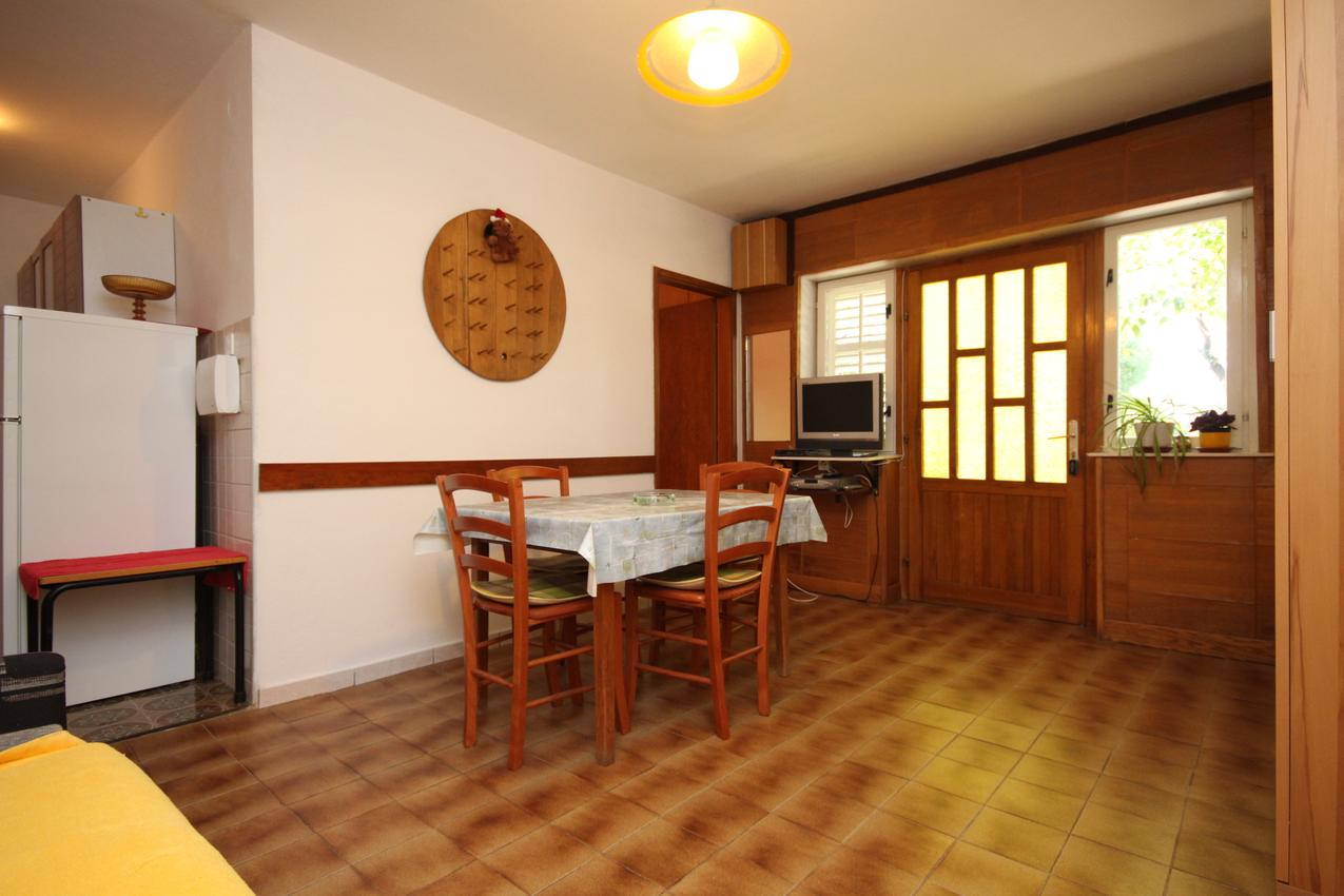 Ferienwohnung im Ort Starigrad (Paklenica), Kapazität 4+1 (2143350), Starigrad Paklenica, , Dalmatien, Kroatien, Bild 2