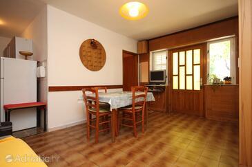 Starigrad, Jídelna v ubytování typu apartment, domácí mazlíčci povoleni a WiFi.