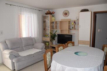 Lađin Porat, Sala da pranzo nell'alloggi del tipo apartment, WiFi.