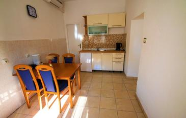 Starigrad, Dining room in the house, air condition available and WiFi.