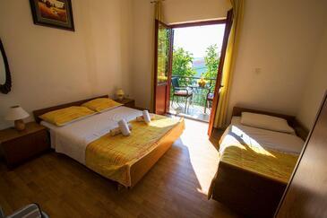 Starigrad, Sypialnia w zakwaterowaniu typu room, dostupna klima i WIFI.