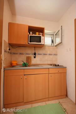 Makarska, Kitchen in the studio-apartment, (pet friendly) and WiFi.
