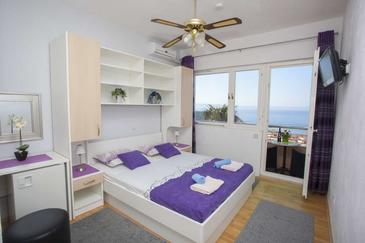 Makarska, Bedroom in the room, air condition available and WiFi.