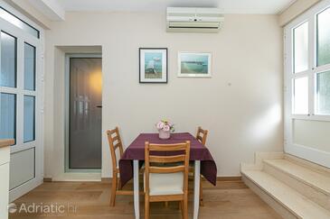 Drašnice, Столовая в размещении типа apartment, доступный кондиционер и WiFi.