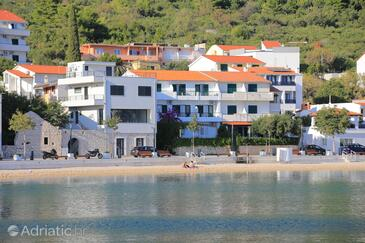 Igrane, Makarska, Property 6653 - Apartments near sea with pebble beach.