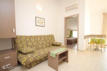 Tučepi, Living room in the apartment, dostupna klima, dopusteni kucni ljubimci i WIFI.