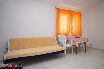 Gradac, Dining room in the studio-apartment, (pet friendly) and WiFi.