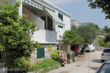 Tučepi, Makarska, Property 6663 - Apartments near sea with pebble beach.