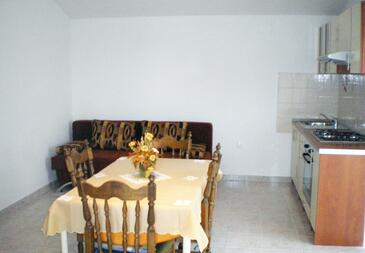 Privlaka, Dining room in the apartment, air condition available and WiFi.