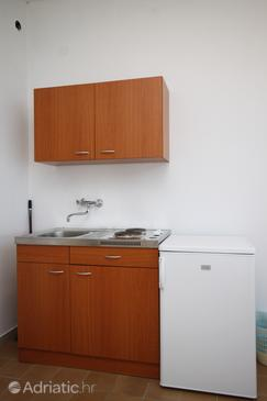 Brela, Kitchen in the studio-apartment, dopusteni kucni ljubimci i WIFI.