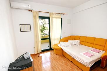 Živogošće - Blato, Living room in the apartment, dostupna klima i WIFI.